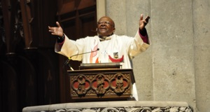 Desmond Tutu preaching at Grace Cathedral